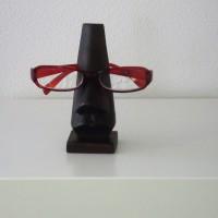 Houten brilhouder in stijl van Dali